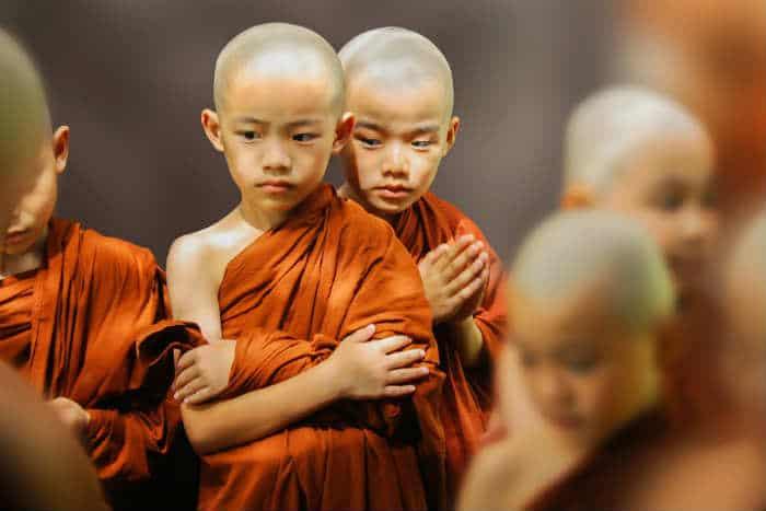 Trẻ em tham gia tu tập trong tu viện phật giáo nguyên thủy từ khi còn rất nhỏ