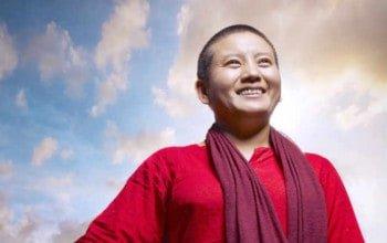 ani choying drolma là nữ ca sĩ phật giáo tây tạng