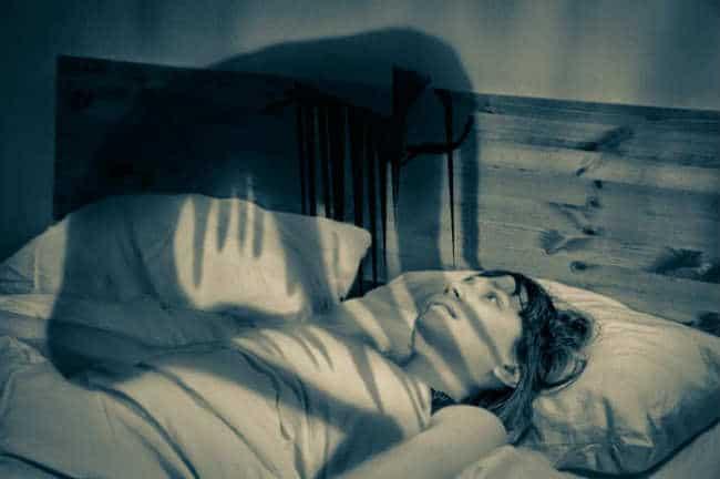 cách ngưng hiện tượng ma đè hay bóng đè gây khó thở trong khi ngủ