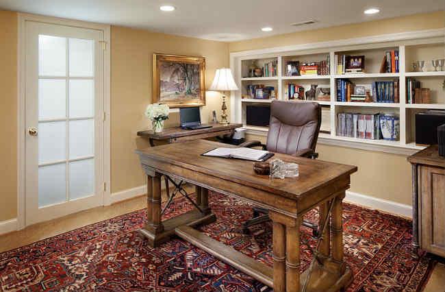 vị trí bàn làm việc theo nguyên tắc phong thủy