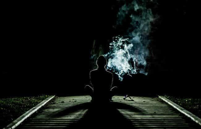 đối mặt với bóng tối của riêng mình mới có thể thức tỉnh
