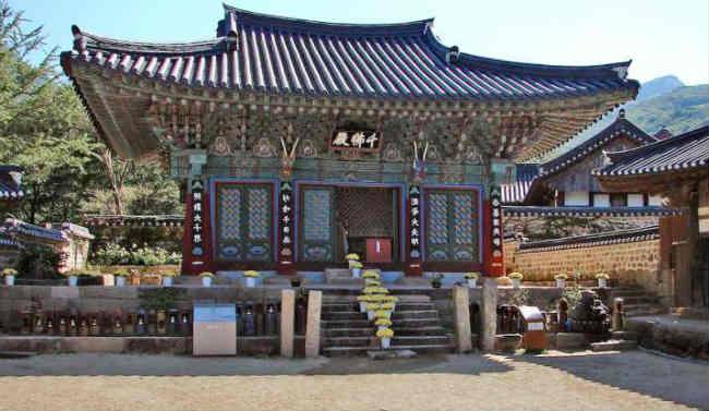 Ngôi chùa Daeheung-sa trên núi Duryun