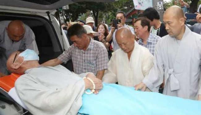 hòa thượng seoljo đã được đưa vào bệnh viện hôm thứ 2 tuần trước do sức khỏe suy yếu
