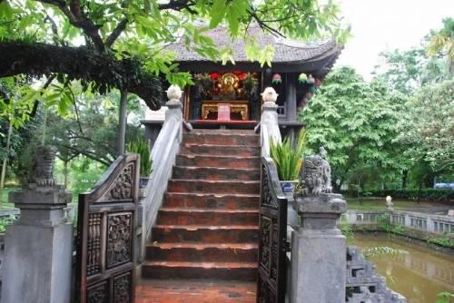 13 bậc thang lên đài sen để đảnh lễ và dâng hương Mẹ Quan Âm chùa Một Cột