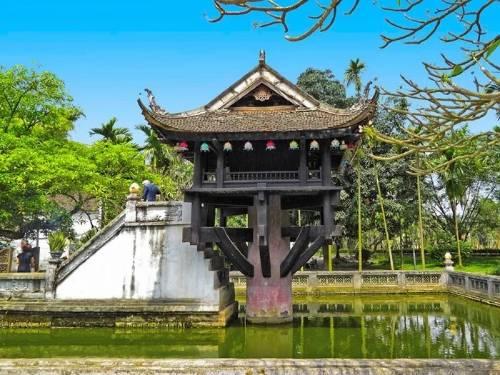 cận cảnh chùa Một Cột với biểu tượng đóa sen vươn mình khỏi mặt nước