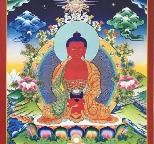 hình tượng Phật A Di Đà với toàn thân màu đỏ ấm áp của mặt trời lặn