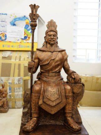 tượng thánh tản viên trong tứ bất tử